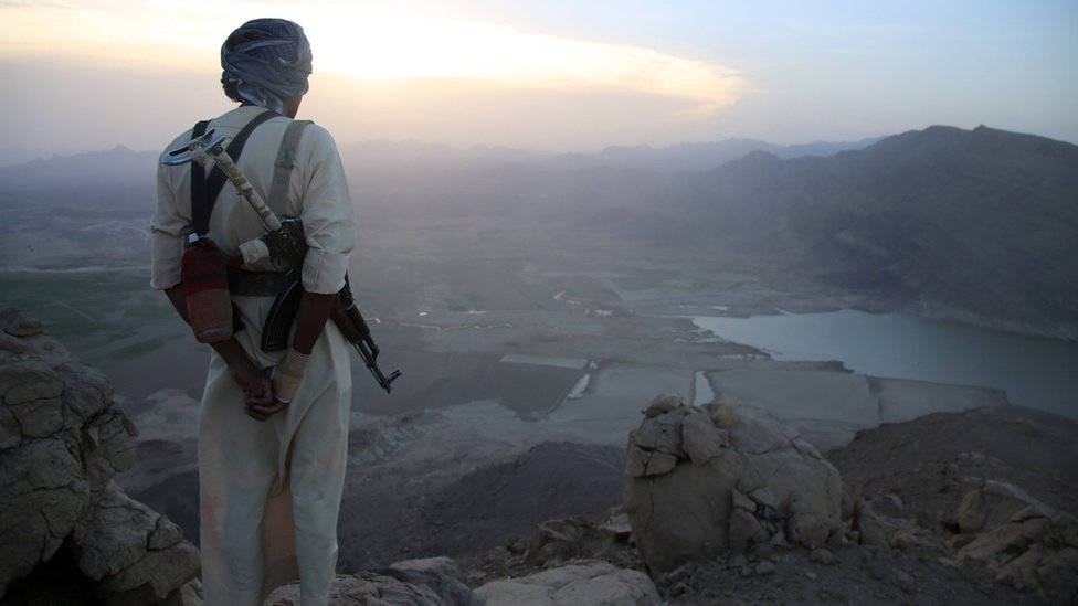 An armed tribesman loyal to Yemen's president stands on a hill overlooking the great Dam of Marib (28 September 2015)