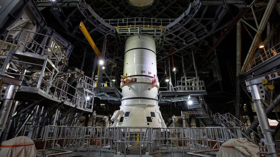 Во Флориде начали собирать SLS – огромную ракету НАСА для полета на Луну
