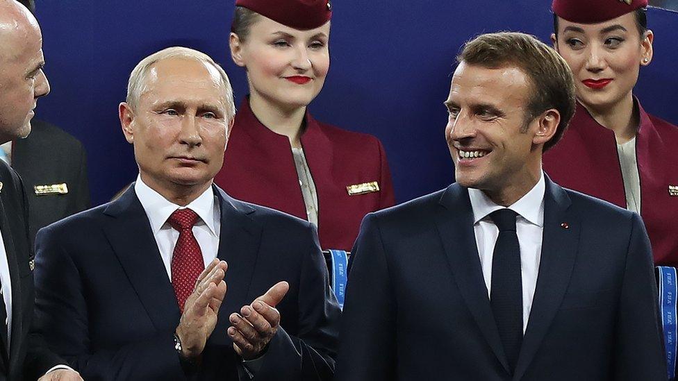 Ruski predsednik Vladimir Putin i francuski predsednik Emanuel Makron - ovde na finalu Svetskog prvenstva 2018. godine