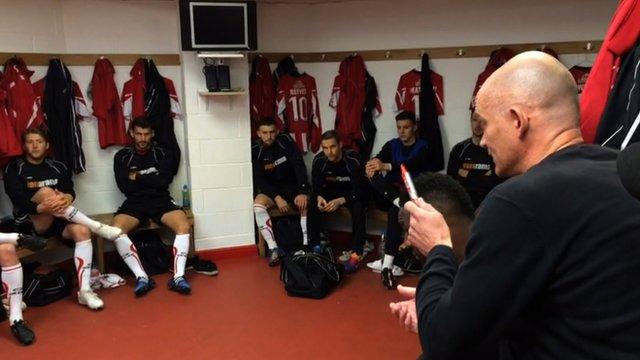 Altrincham boss Lee Sinnott gives his pre-match team talk