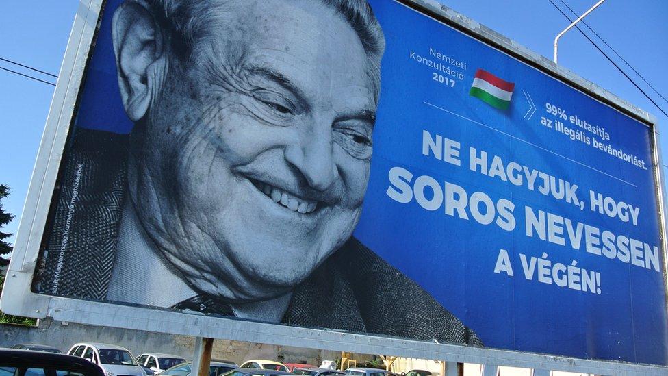 2017年7月,匈牙利街頭印有索羅斯的廣告牌。