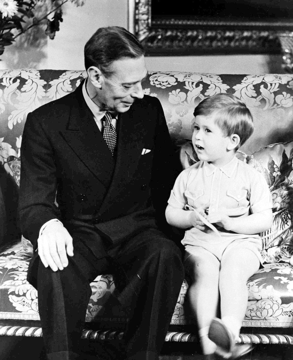 Kralj Džordž VI sa princom Čarlsom