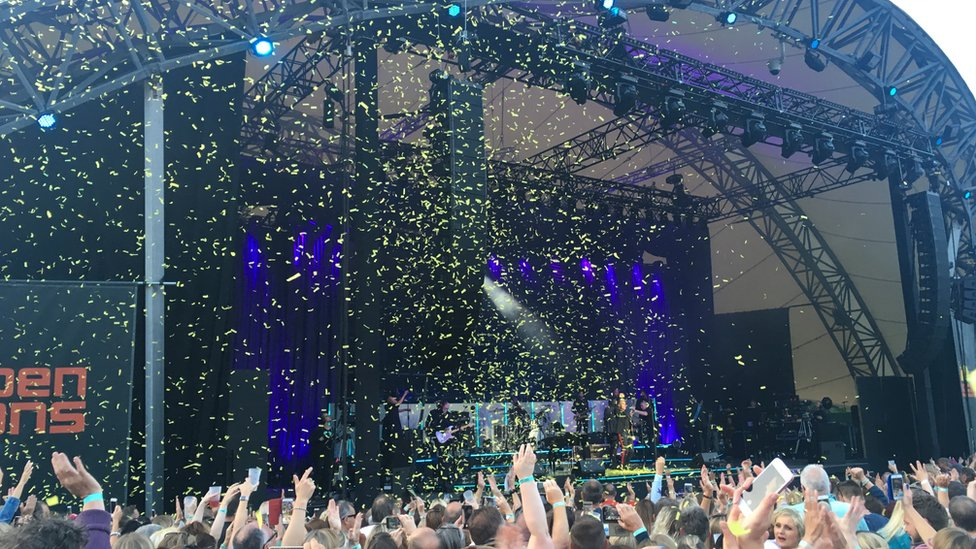 Gary Barlow apologises for confetti use at Eden Project