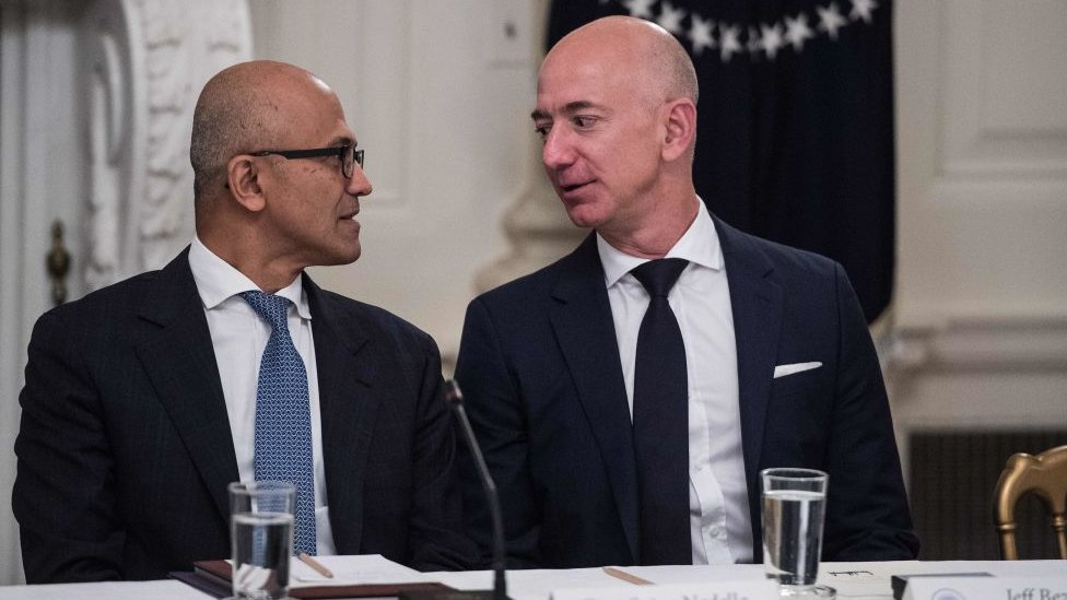 Satya Nadella y Jeff Bezos