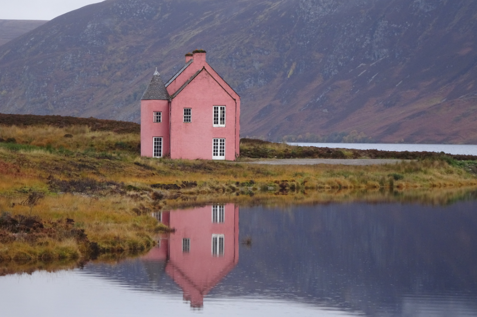 The Pink House on Loch Glass, taken by Heather Mackenzie from Maryburgh.