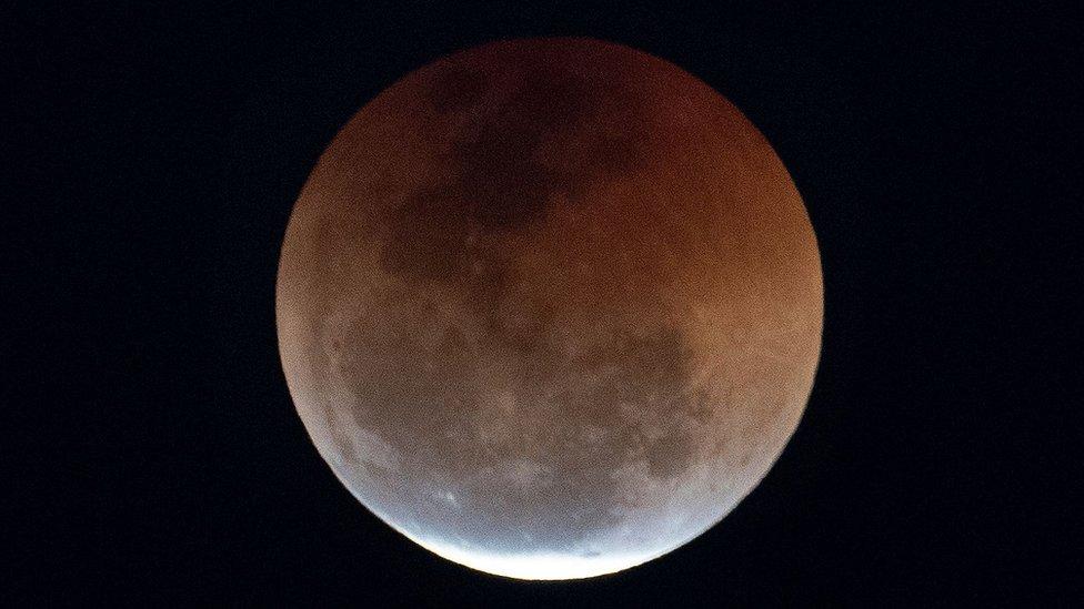 vista de la luna de sangre desde Copacabana, Brasil