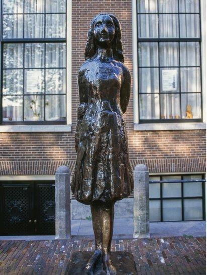 Escultura de Ana Frank