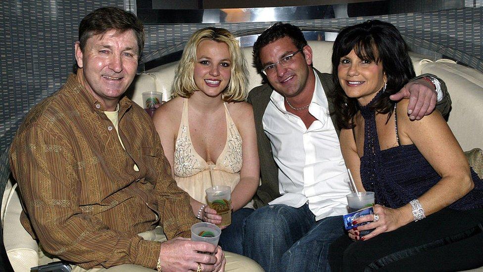 Britney con sus padres y su hermano Bryan en el año 2006.