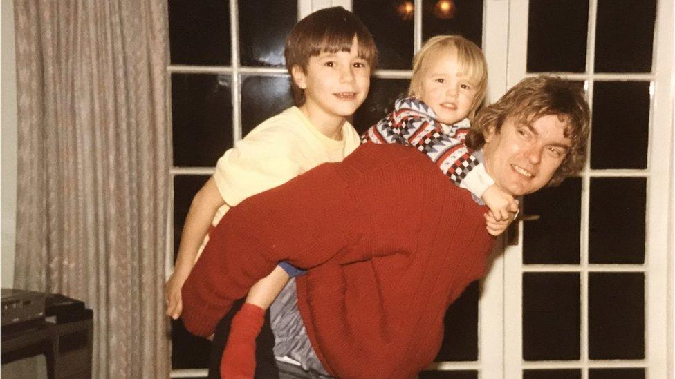 Richard Challen con sus hijos cuando eran niños