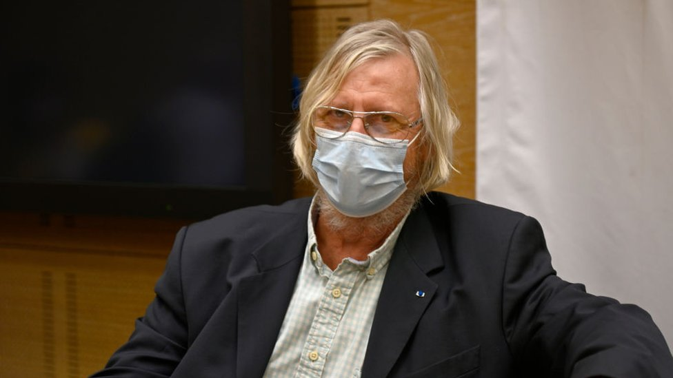 Dr Didier Raoult wearing a face mask