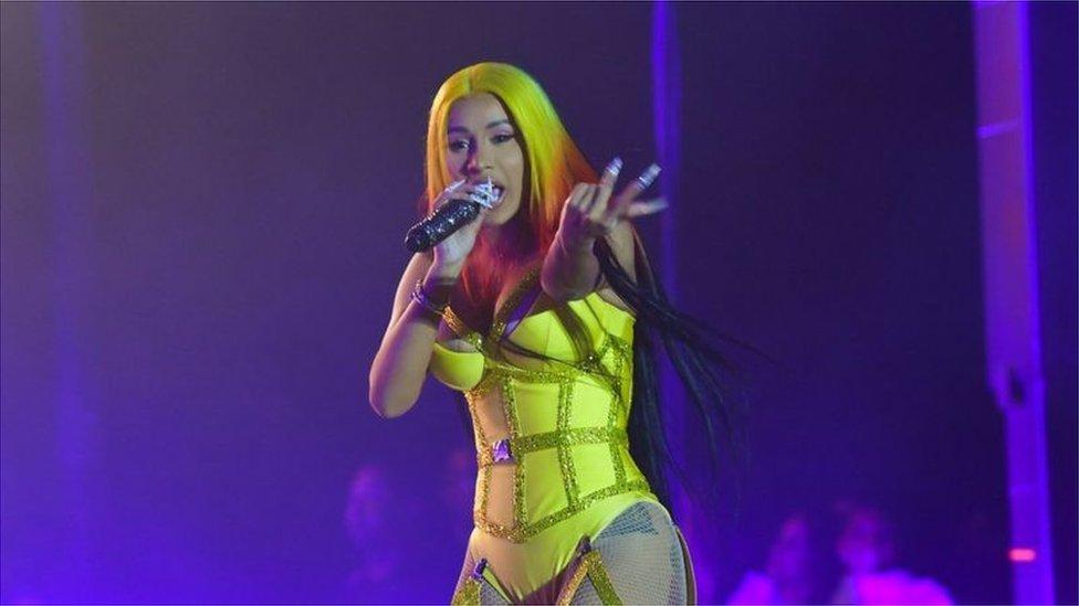 說唱歌手卡蒂·B(Cardi B)的歌曲WAP與她呼籲投票的信息被混剪在一起。
