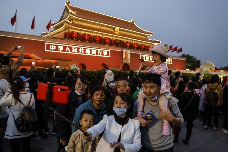 Una familia china se toma una foto en Pekín