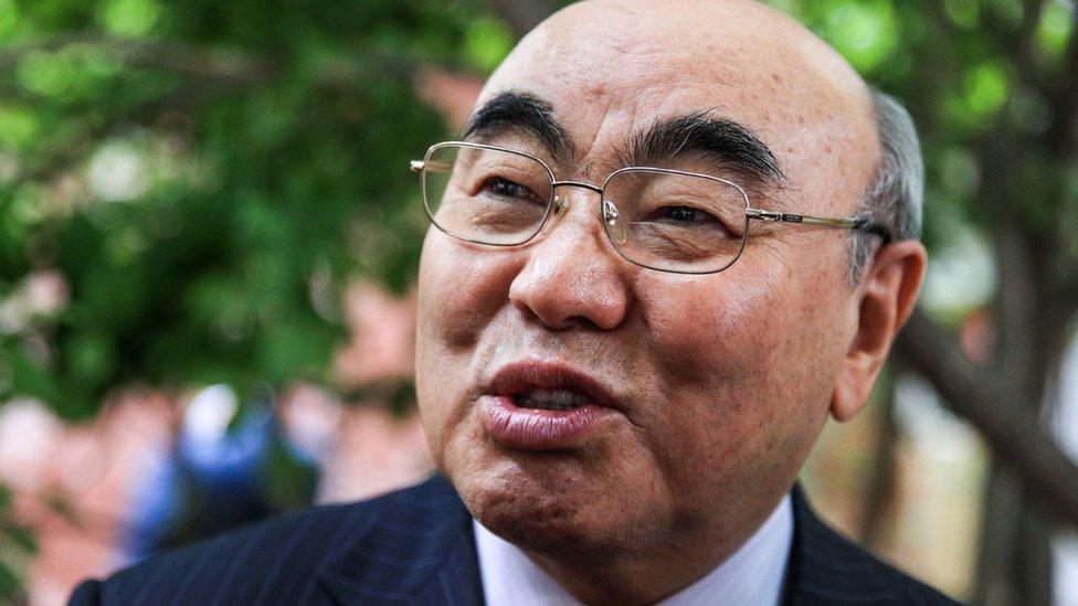 Бывший президент Кыргызстана Аскар Акаев вернулся в страну на допрос