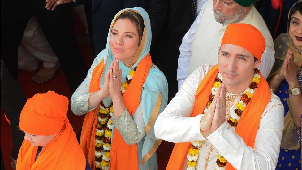 Kanadski premijer Džastin Trudo sa suprugom Sofi Gregori, tokom posete hramu Sika