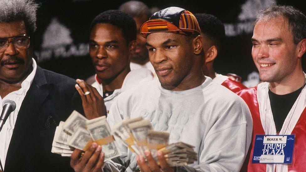 مايك تايسون كسب أموالا كثيرة لكنه أنفق أيضا أموالا كثيرة