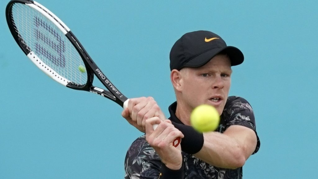 Edmund trails and Evans loses as rain hits Queen's again