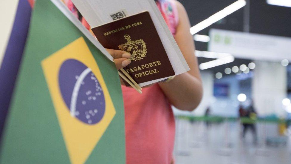 Médica cubana deixando o Brasil