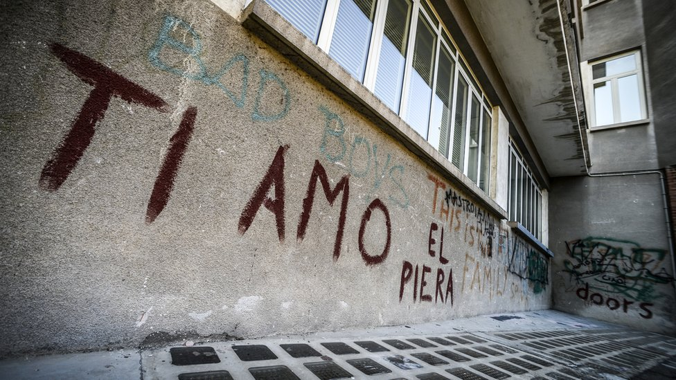 Grafiti Ti amo, Te amo en italiano.