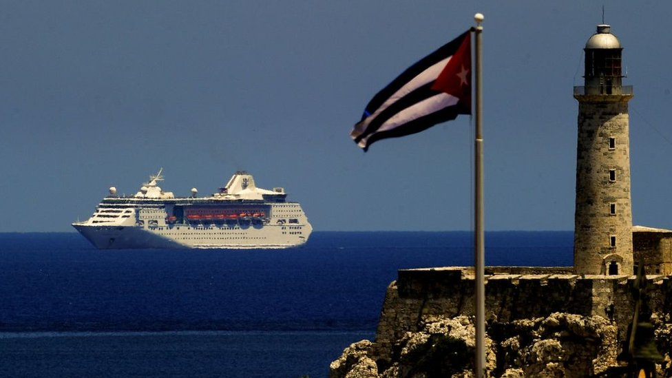 Crucero en el mar, desde La Habana.
