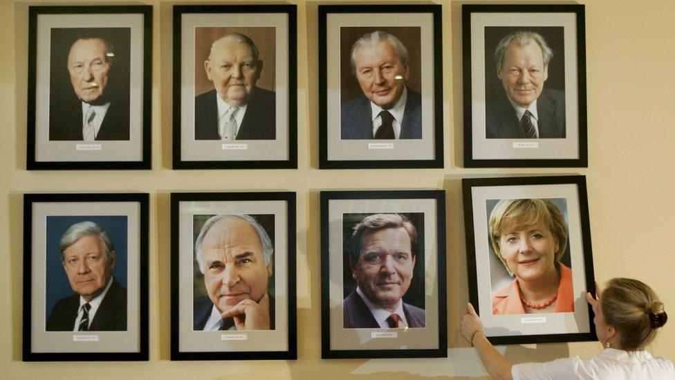 Poslovođa restorana Kancelrek postavlja fotografiju Merkel uz portrete njenih prethodnika