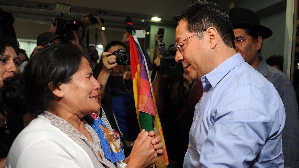 Arce Catacora con una mujer boliviana
