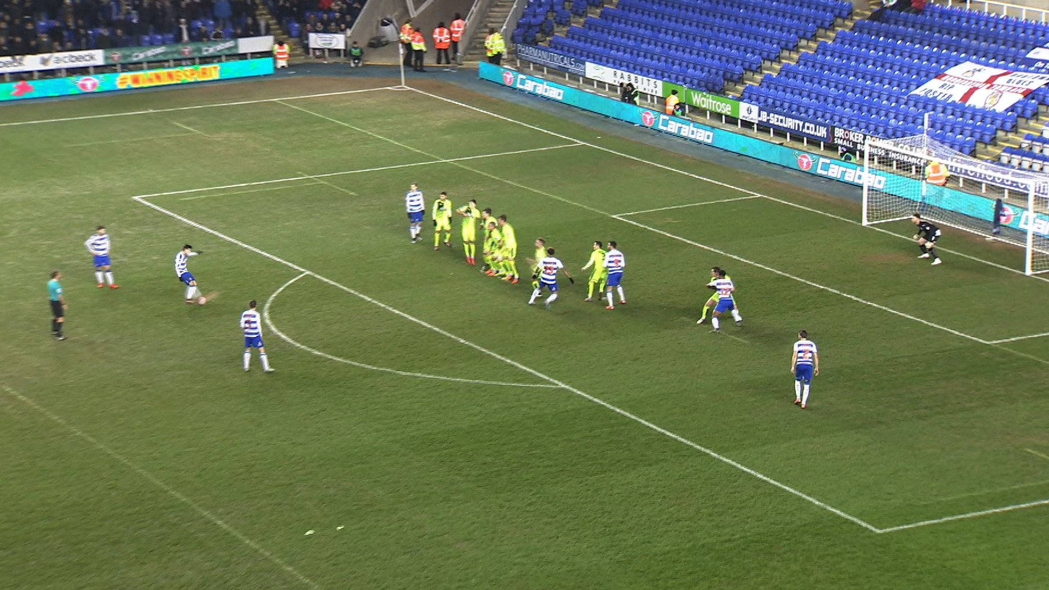 Lucas Piazon scores a free-kick for Reading