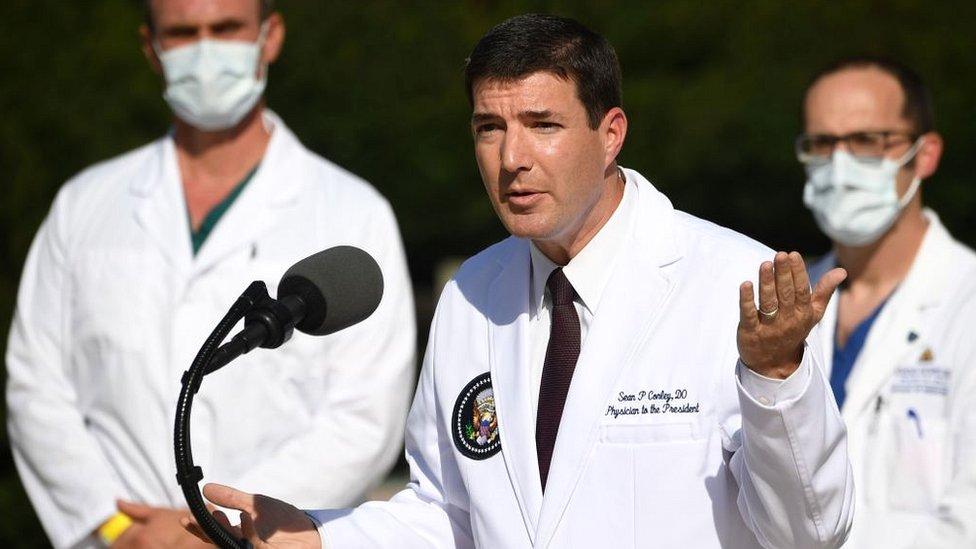 طبيب البيت الأبيض شون كونلي يطلع الصحفيين على صحة الرئيس