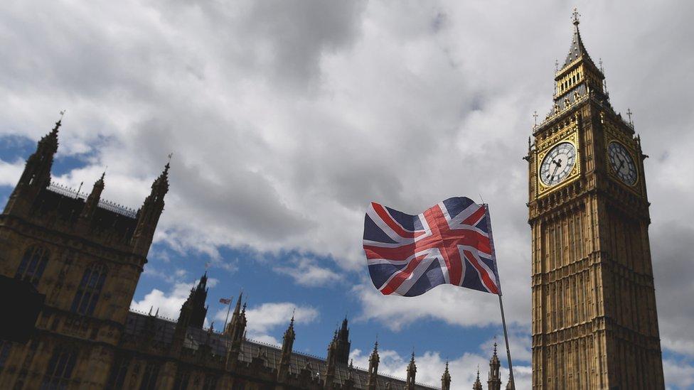 """Парламент: Британия годами не могла остановить поток """"грязных денег"""" из России"""