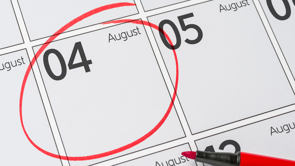 An illustrated calendar displays the date 4 August. It is ringed in red and a red felt pen is seen next to it.