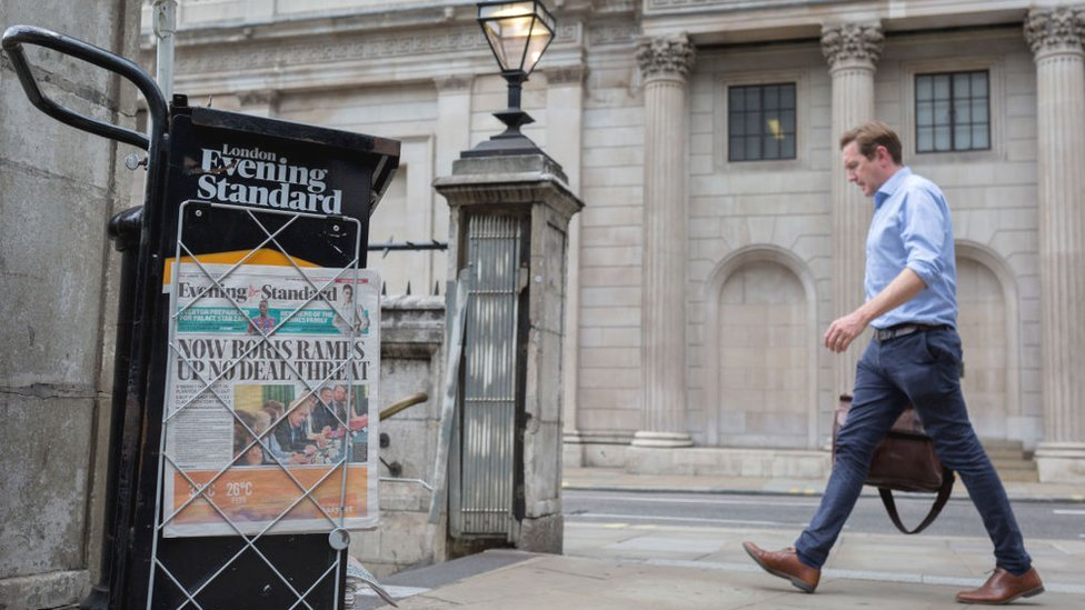 A man walks past the Bank of England while an Evening Standard headline warns of a threat of no-deal Brexit