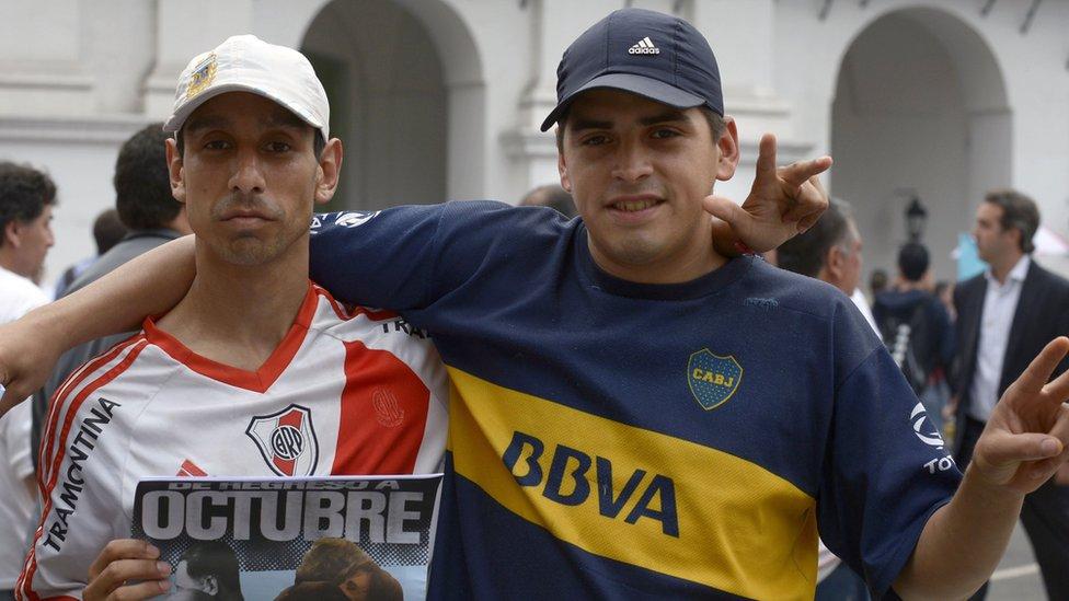 Aficionados de River y Boca en una manifestación en Buenos Aires.