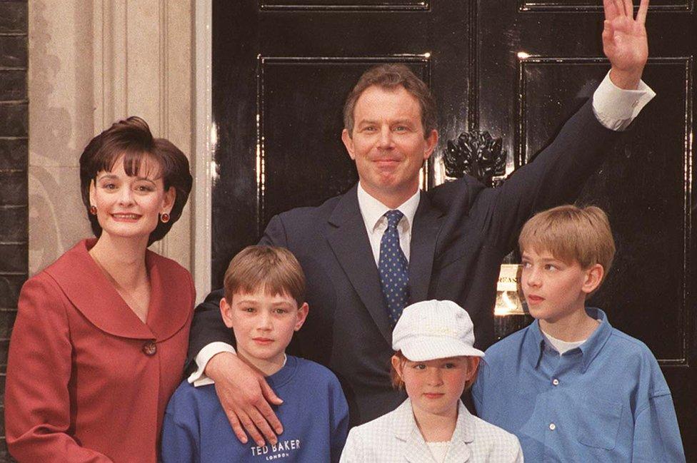 Toni Bler sa suprugom i decom