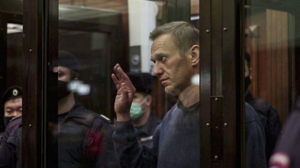 أليكسي نافالني خلال لسة استماع أمام المحكمة في موسكو