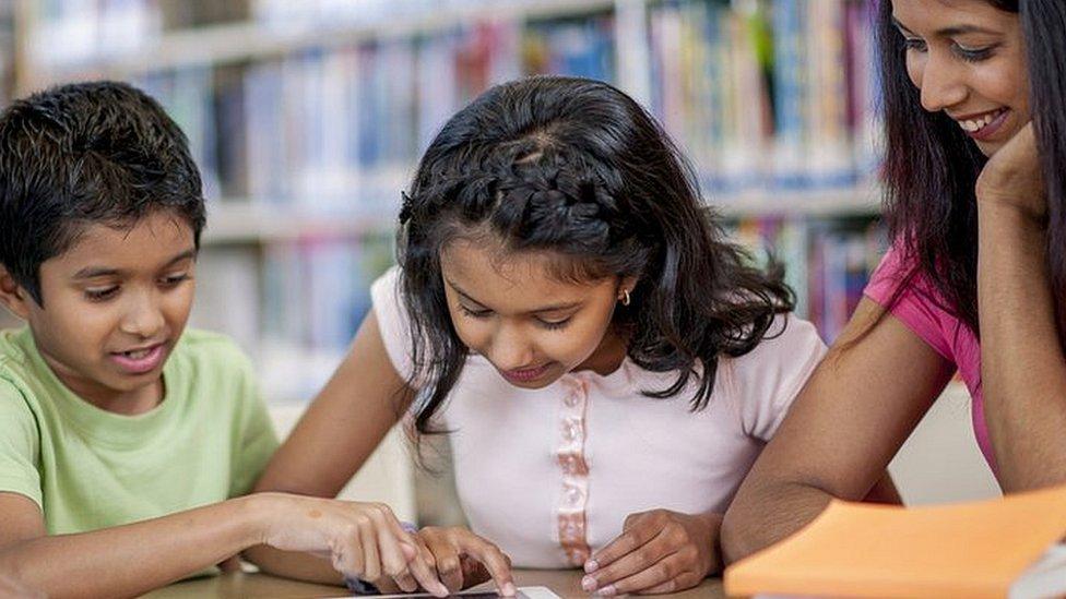 जी.. बच्चों को नहीं, मां-बाप को मिल गया होमवर्क