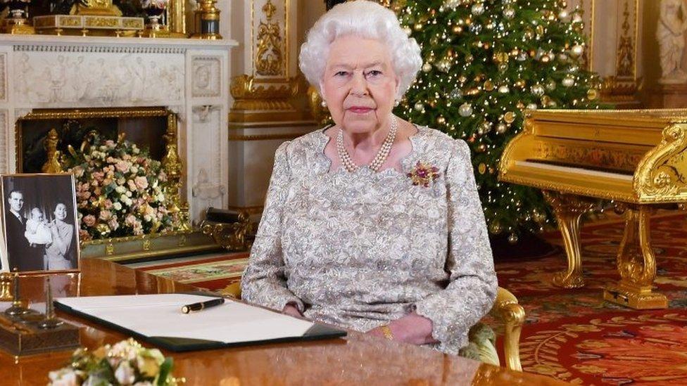 Kraljica u Bakingemskoj palati