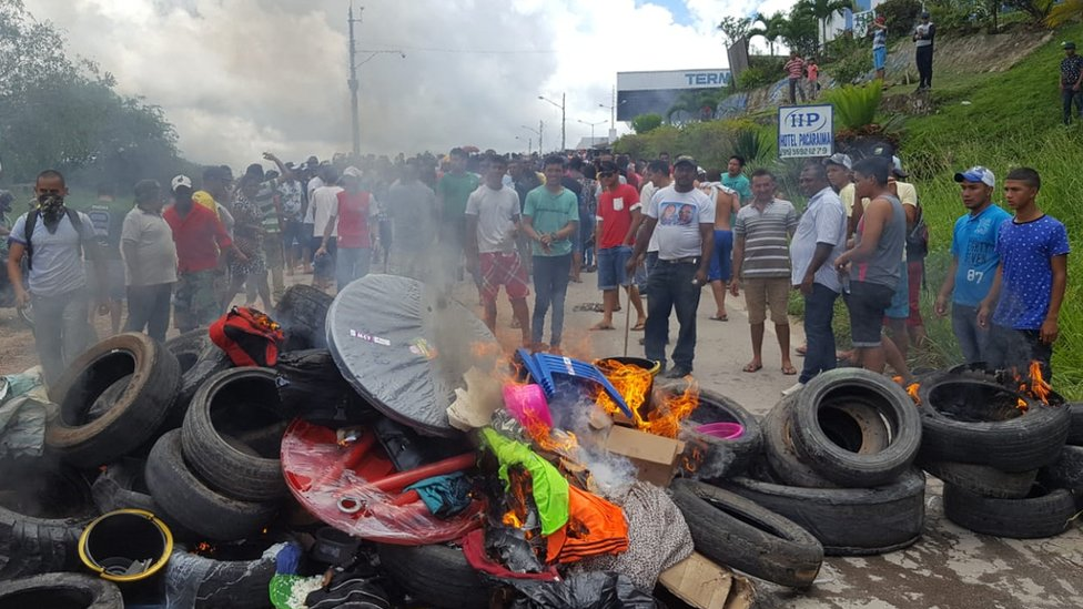 Habitantes de Roraima queman las pertenencias de refugiados venezolanos.