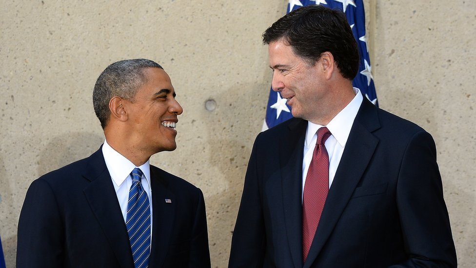 US President Barack Obama (left) talks with FBI Director James Comey during his installation ceremony in Washington, 28 October 2013