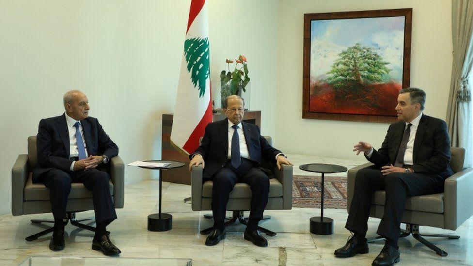 يرى كتاب عرب أن أديب اعتذر عن تشكيل الحكومة بسبب موقف حزب الله