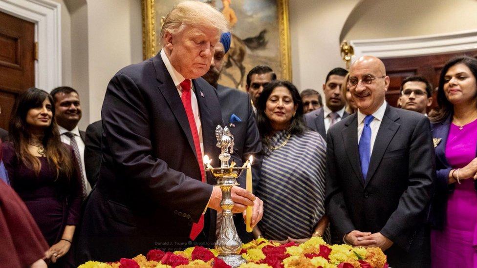 सोशल: दिवाली की बधाई देने पर भी घिरे डोनल्ड ट्रंप