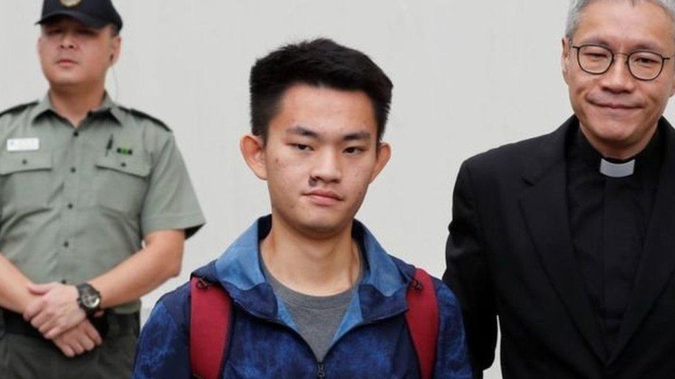 हांगकांग: हत्या का अभियुक्त लड़का रिहा, विवादित प्रत्यर्पण विधेयक भी वापस