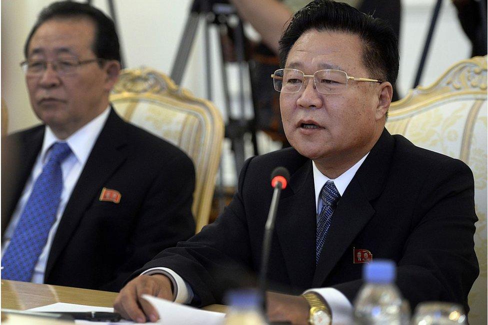 El especial de Kim Jong-un, Choe Ryong-hae (der.), 20 de noviembre, 2014 en Moscú