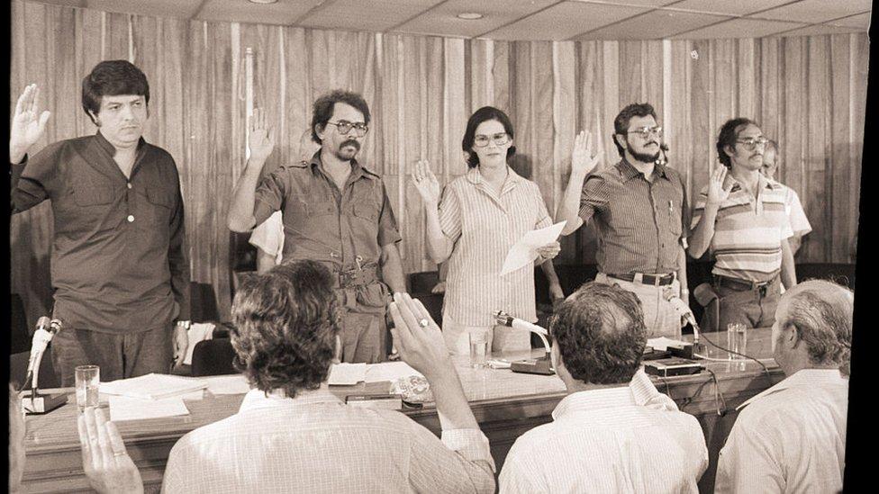 En 1979, luego de la victoria sandinista, Ortega llegó al poder como parte de una junta de gobierno.