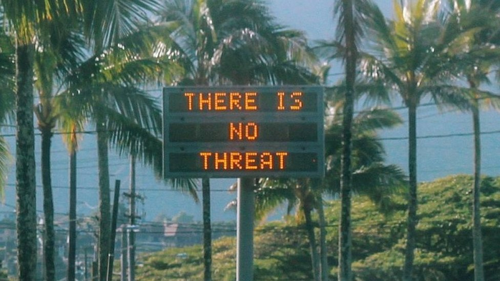 """An electronic sign reads """"There is no threat"""" in Oahu, Hawaii, on 13 January 2018"""