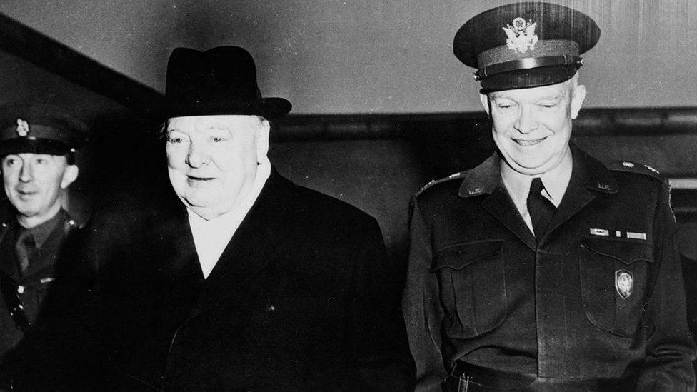 前英國首相丘吉爾和前美國總統艾森豪威爾1950年出席北約峰會
