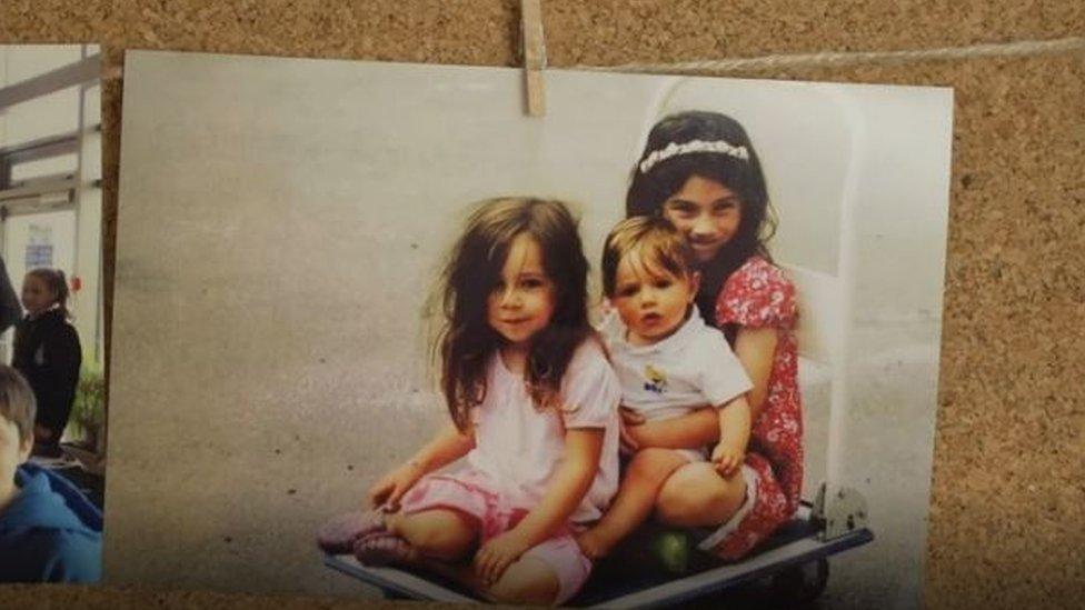 Molly Russell y sus hermanas.
