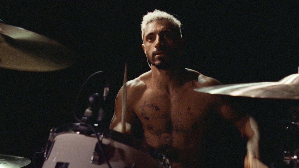 الممثل البريطاني ريز أحمد يتنافس على جائزة أفضل ممثل