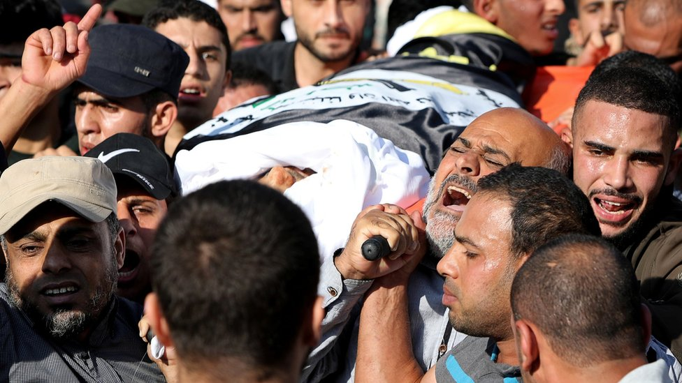 Mourners carry the body of Baha Abu al-Ata, a leader of Palestinian Islamic Jihad (PIJ), during his funeral in Gaza City (12 November 2019)