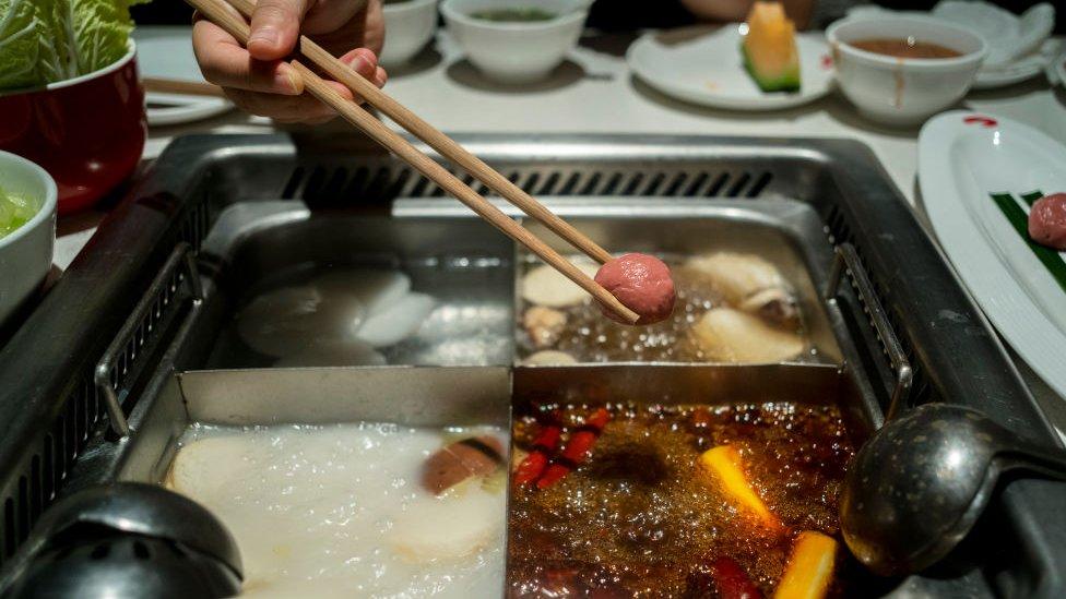 Hotpot en el restaurante Haidilao de China