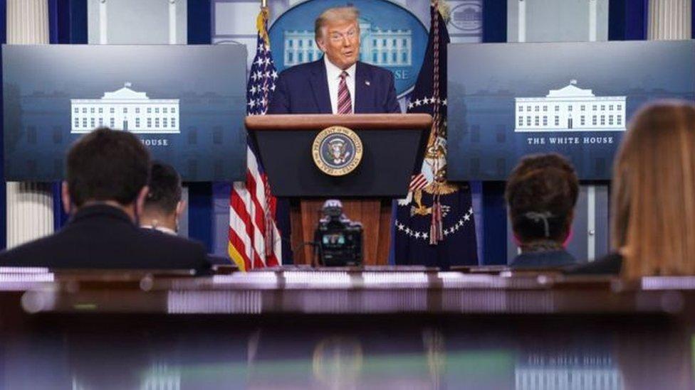 الرئيس ترامب يتحدث للصحفيين في البيت الأبيض
