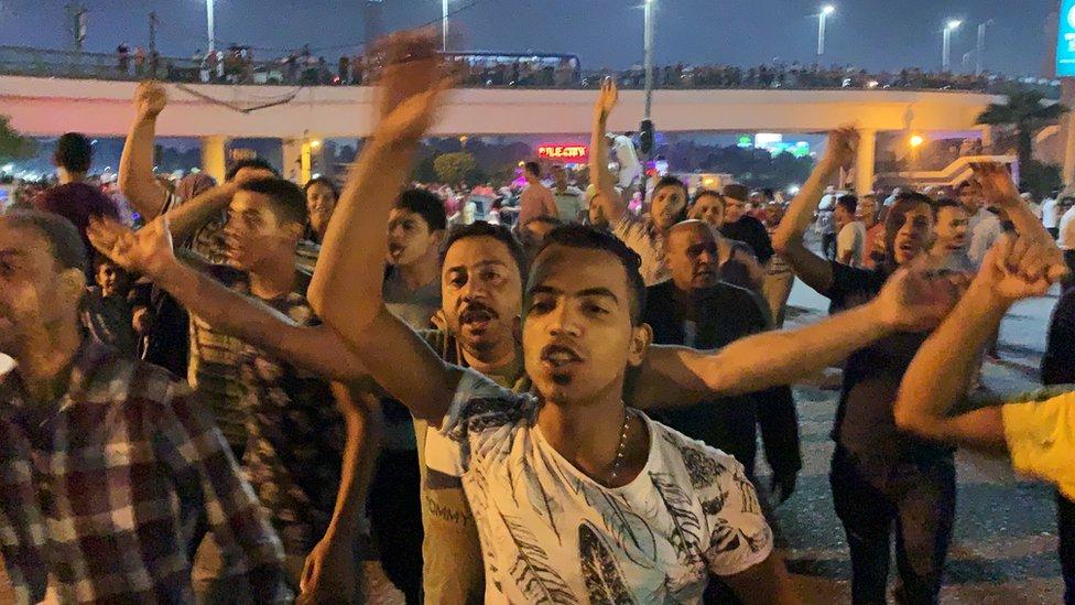 الأمن المصري يطلق الغاز المسيل للدموع لتفريق متظاهرين وسط القاهرة